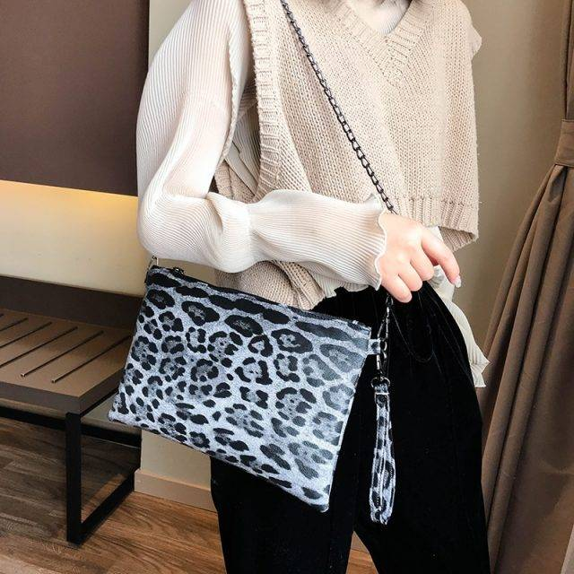 Fashion Wild Leopard Printed Clutch