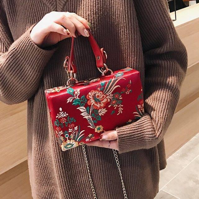 Women's Oriental Flower Embroidery Clutch